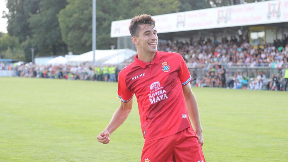 Marc Roca celebra el tanto contra el Borussia