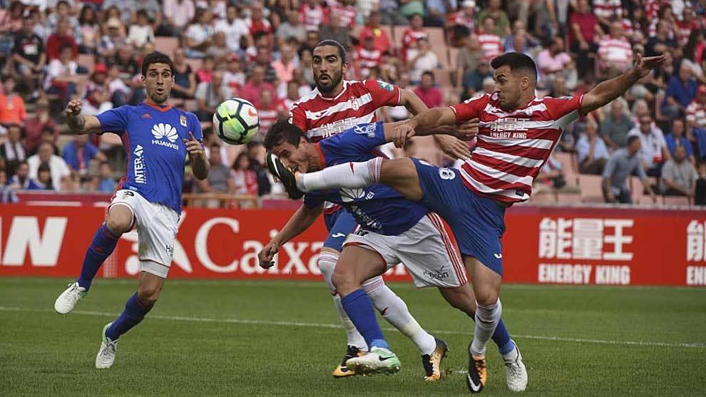 Joselu, durante el partido ante el Oviedo de la pasada campaña en Los...