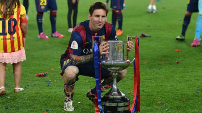 Messi posa con la Copa del Rey 2015.