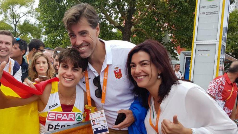 Chapado y Rienda, junto a la medallista María Pérez