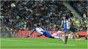 Así marcó Aboubakar el 2-0 ante el Chaves.