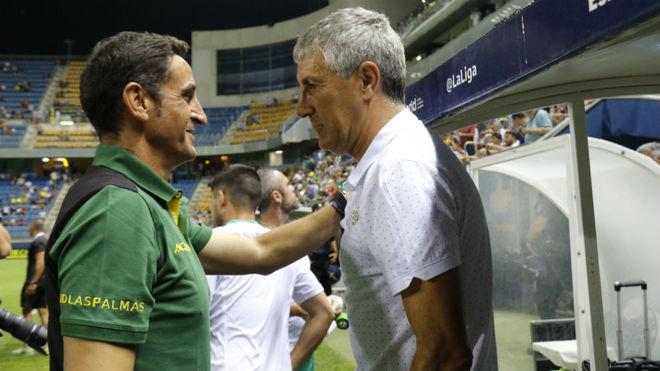 Jiménez y Setién se saludan antes del Las Palmas-Betis.