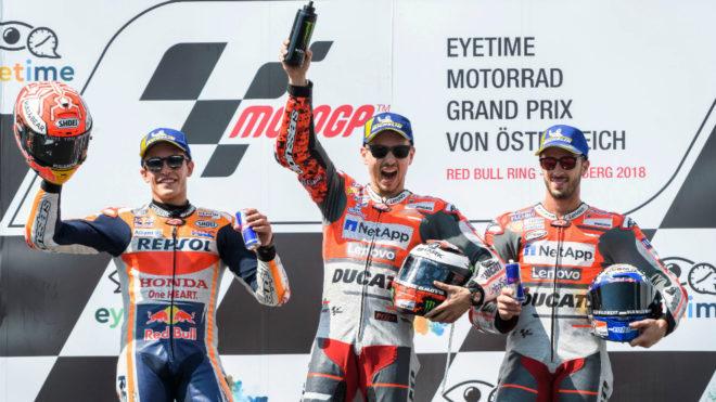 Lorenzo, Márquez y Dovi, en el podio.