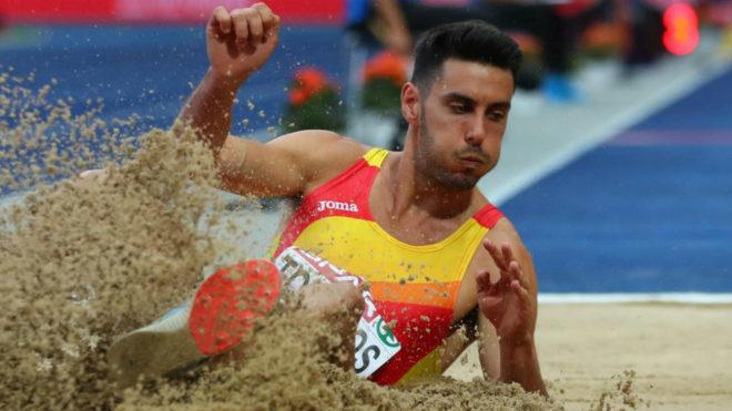 Un salto de Torrijos durante la final.