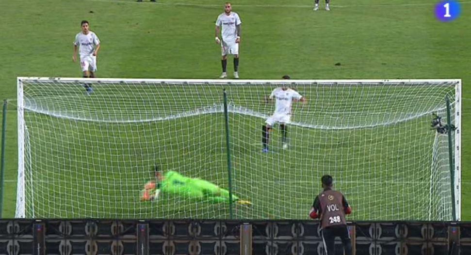 Ter Stegen stops Ben Yedder's penalty