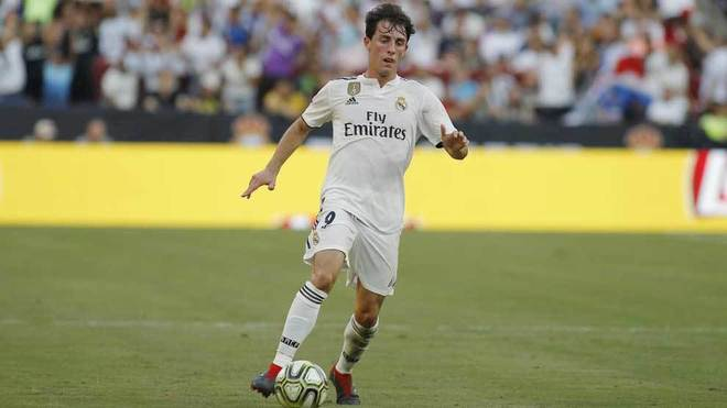 Odriozola controls the ball during the International Champions Cup