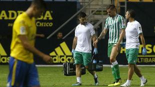 Javi García se marcha lesionado de la final del Carranza.