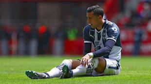 Rogelio Funes Mori resiente una lesión previo al duelo ante América.