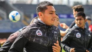 Omar Tejeda durante una práctica de Lobos BUAP.