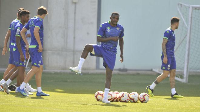 Carvalho hace un ejercicio en un entrenamiento.