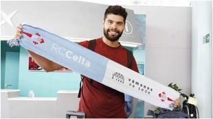Néstor Araujo, en su presentación con el Celta.