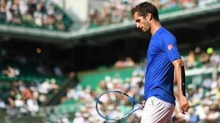 Albert Ramos, pensativo en un partido de Roland Garros.