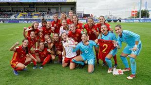 La selección española, celebrando el pase a cuartos.