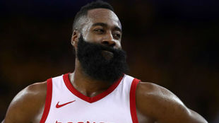 James Harden durante un partido de los 'playoffs' de la NBA