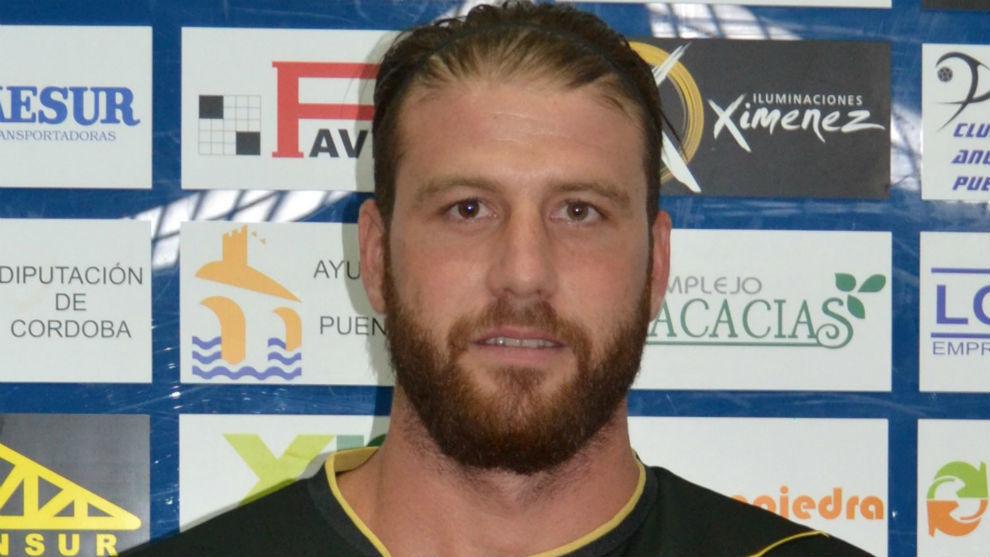 Nacho Moya posa como jugador del Ángel Ximénez