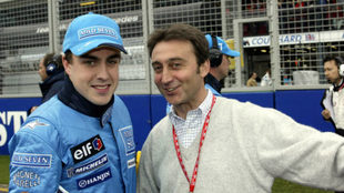 Fernando Alonso, junto a Adrián Campos.