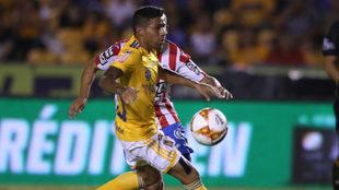 Javier Aquino en el partido ante Atlético de San Luis