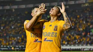 Eduardo Vargas celebra su gol ante Atlético de San Luis