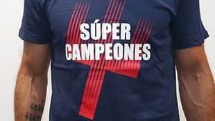 """""""El Atlético de Madrid ya luce la camiseta de súper campeones!"""""""