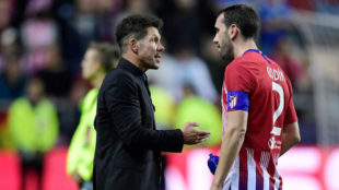 Diego Simeone speaks to Diego Godin at the end of the UEFA Super Cup