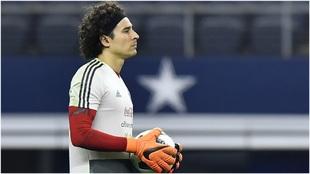 Memo Ochoa, en un entrenamiento con la selección mexicana antes del...