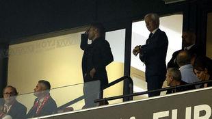 Ricardo, junto a Simeone en el palco.
