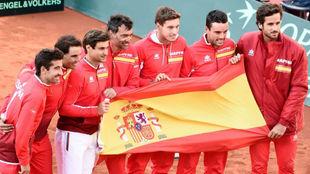El equipo española de la Copa Davis celebra su triunfo en cuartos...