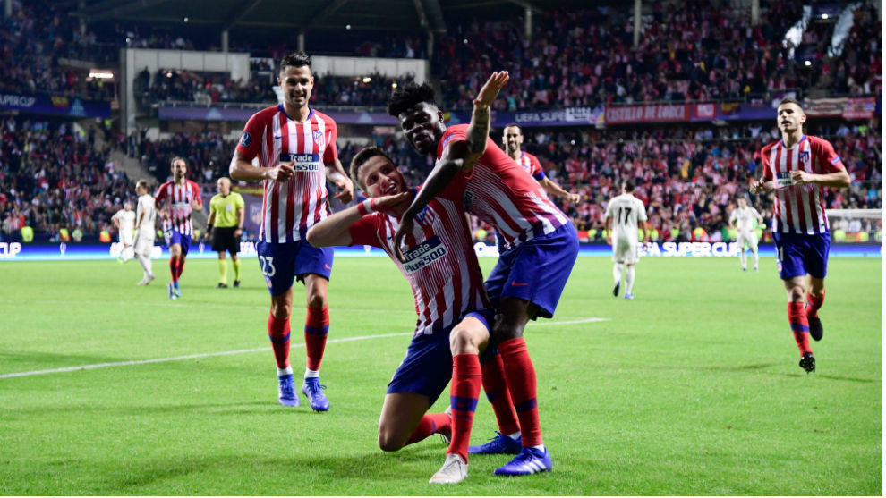Saúl celebra su tanto con imitando el arquero de Torres