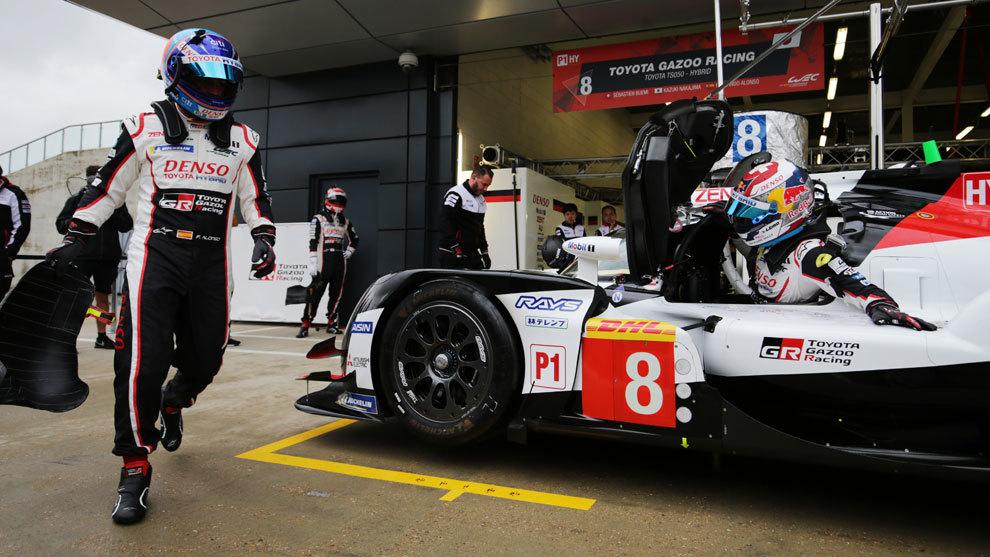 Alonso, practicando los cambios de piloto hoy en Silverstone.