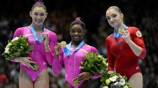 Kyla Ross, a la izquierda, es otra de las gimnastas denunciantes.