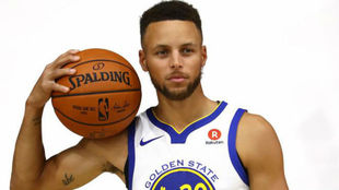 Stephen Curry en un Media Day con los Golden State Warriors