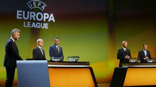Instantes antes de un sortero de la Europa League.