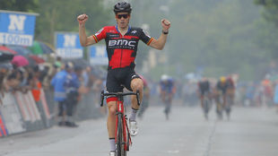 Jürgen Roelandts, levanta las manos al ganar una etapa