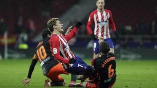 El Atlético de Madrid y el Valencia celebran el primer gran partido...