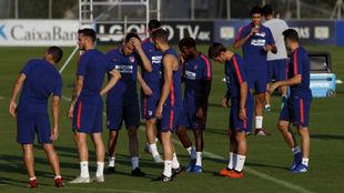 Los jugadores del Atlético se entrenan en Majadahonda.