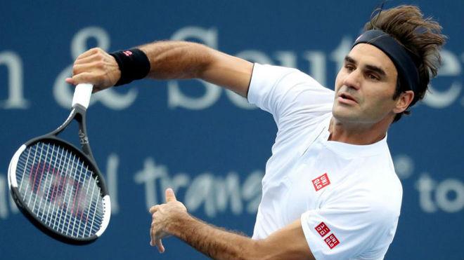 Federer en su encuentro con Mayer.