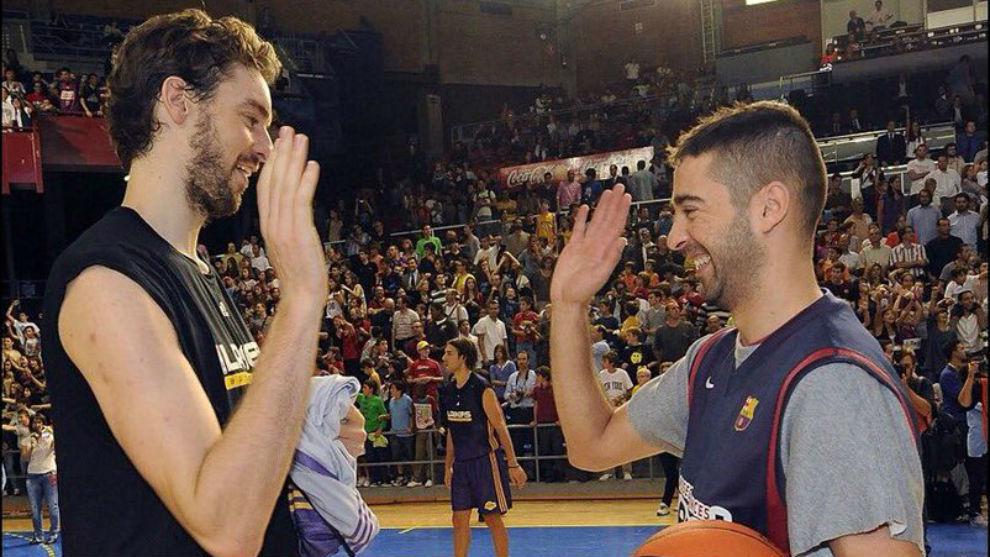 Pau Gasol y Navarro, antes de un choque entre el Barcelona y los...