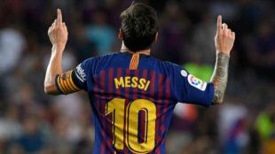 Messi celebrando su primer gol ayer ante el Alavés.