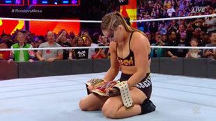 Ronda Rousey triunfo en Summerslam.