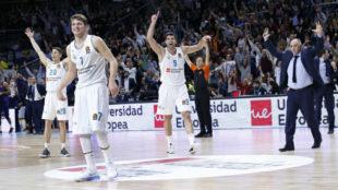 Carroll, Reyes y Laso celebran el increíble triple de Doncic ante el...