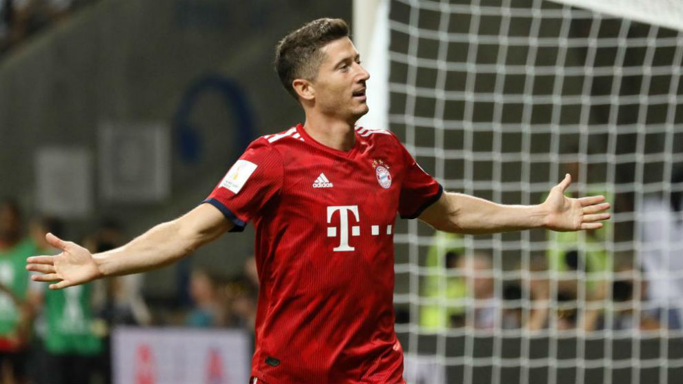 Lewandowski celebrate after scoring the 3-0 lead, during the German...