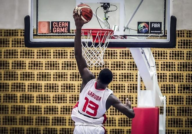 Usman Garuba se dispone a machacar el aro en el Europeo Sub 16