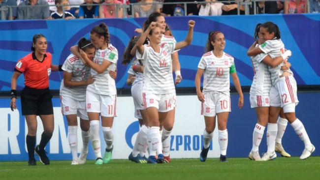 Las jugadoras de España celebran un gol ante Francia.