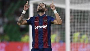 Morales celebrando un gol en el Benito Villamarín