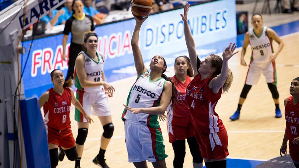 Jacqueline Luna durante el partido ante Costa Rica.