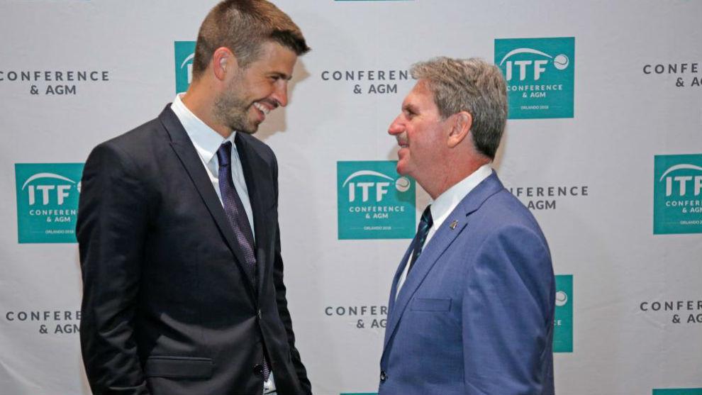 Piqué habla con David Haggerty, presidente de la ITF