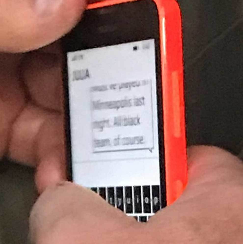 Mensaje de texto racista cazado en un avión por Kristi Toliver
