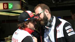 Alonso y Calabia, durante la primera prueba del WEC 2018 en Spa...