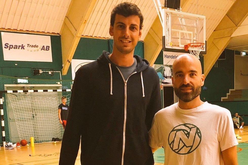 Tomás Fernández junto a Jordi Juste en su presentación como jugador...