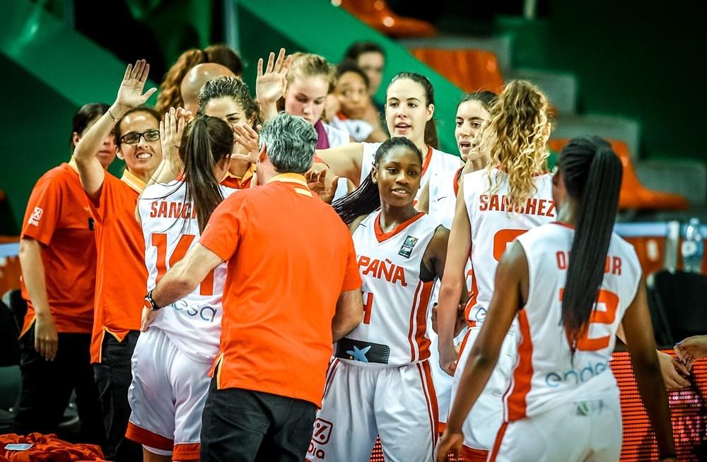 Las jugadoras españolas celebran el cómodo triunfo en octavos de...